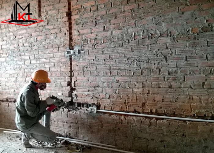 Đục tường đi ống dây